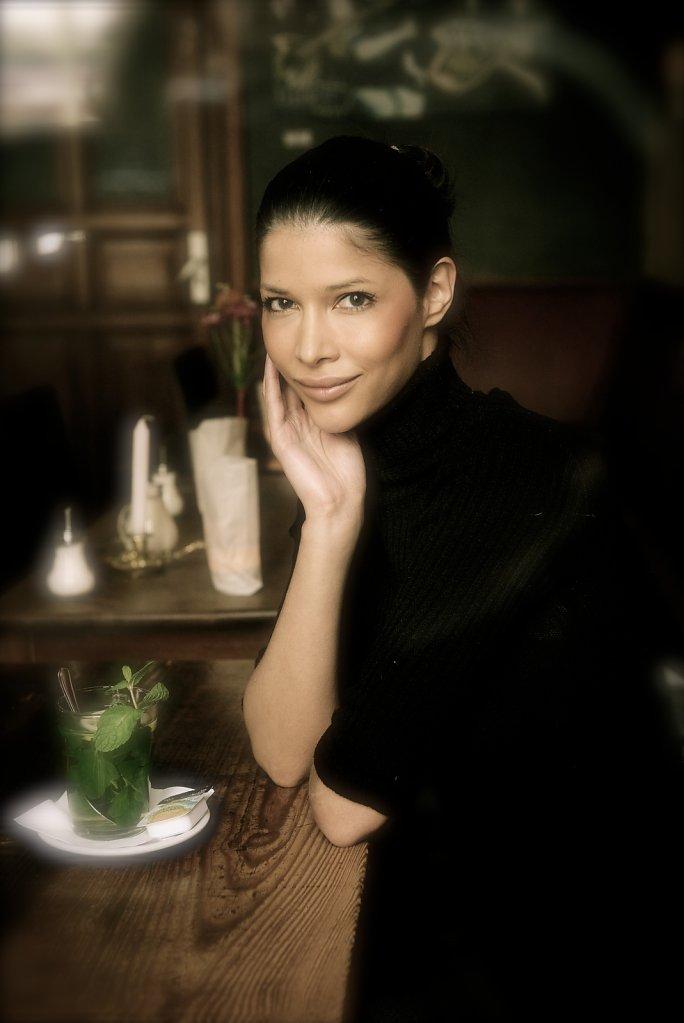 Michaela Schaefer im Interview in einem Restaurant in Friedrichshain Text Rosalles